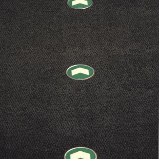 AC217 - Kierunek drogi ewakuacyjnej - znacznik podłogowy do konstrukcji ażurowych - znak ewakuacyjny