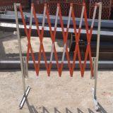 Bariera harmonijkowa, nożycowa - zapora drogowa rozsuwana - biało-czerwona - Drogowe bariery ochronne – przepisy i wymagania