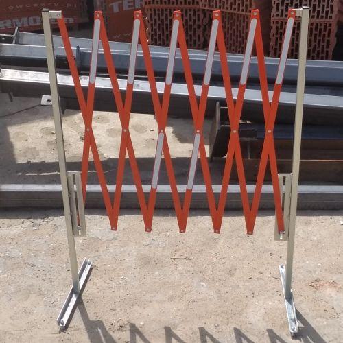 Bariera harmonijkowa, nożycowa - zapora drogowa rozsuwana - biało-czerwona - Prace w zbiornikach i przestrzeniach zamkniętych