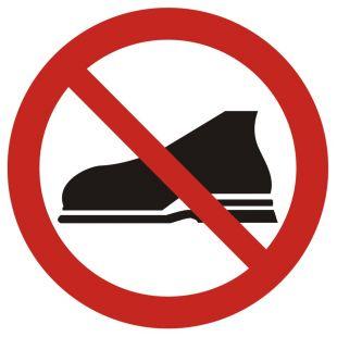 GB009 - Zakaz wejścia w obuwiu zewnętrznym - znak bhp zakazujący