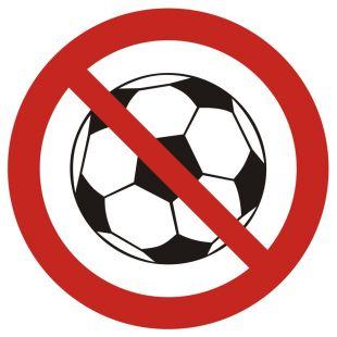 GB035 - Zakaz gry w piłkę - znak bhp zakazujący