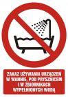 GC089 - Zakaz używania urządzenia w wannie, pod prysznicem i w zbiornikach wypełnionych wodą - znak bhp zakazujący