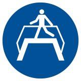 Nakaz przechodzenia pomostem - znak bhp nakazujący - GJM023 - Znaki BHP w miejscu pracy (norma PN-93/N-01256/03)