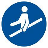 Nakaz używania poręczy - znak bhp nakazujący - GJM012 - Kto odpowiada za stan BHP w zakładzie pracy? Obowiązki pracodawcy i pracownika w zakresie BHP