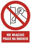 Nie włączać, prace na obiekcie - znak bhp zakazujący, informujący - GC017