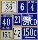 Ulica i nr domu, posesji, adres - tabliczka tłoczona aluminiowa - Tabliczka z numerem nieruchomości a przepisy: jak prawidłowo oznakować nowy dom?