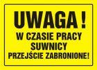 Uwaga! W czasie pracy suwnicy przejście zabronione - znak, tablica budowlana - OA029