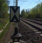 Wskaźnik usytuowania W1 - znak kolejowy
