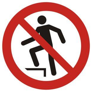 Zakaz chodzenia po powierzchni - znak bhp zakazujący - GAP019