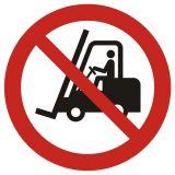 Zakaz ruchu urządzeń do transportu poziomego - znak bhp zakazujący - GAP006 - Znaki BHP w miejscu pracy (norma PN-93/N-01256/03)