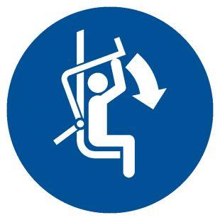 Zamknij zabezpieczenie wyciągu krzesełkowego - znak bhp nakazujący, informujący - GJM033