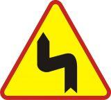 Znak A-4 Niebezpieczne zakręty-pierwszy w lewo - drogowy ostrzegawczy - Odległość znaków ostrzegawczych od miejsc niebezpiecznych