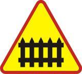 Znak A-9 Przejazd kolejowy z zaporami - drogowy ostrzegawczy - Urządzenia BRD w obrębie przejazdów kolejowych
