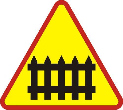 Znak A-9 Przejazd kolejowy z zaporami - drogowy ostrzegawczy - Przejazdy kolejowe – znaki i oznaczenia – znaki drogowe, cz. IV