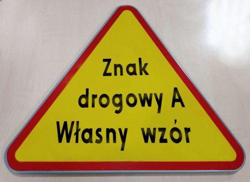 Znak drogowy A - dowolny napis, własna grafika - ostrzegawczy - Liternictwo znaków drogowych pionowych
