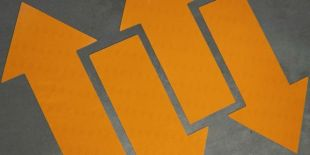 Znak podłogowy, naklejka BHP - Stosuj maskę przeciwpyłową