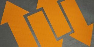 Znak podłogowy, naklejka BHP - Uwaga! Ruch wózków widłowych