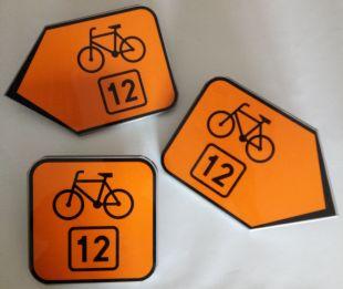 Znak R-4b Zmiana kierunku szlaku rowerowego R-4b - drogowy
